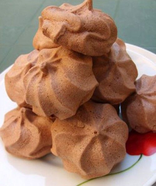 "Chocolate Meringues recipe, the crispness of the foam is unique: try now this delicious recipe you can prepare wonderful gourmet chocolate meringues! "" Difficulty: Easy Preparation time: 25 minute..."