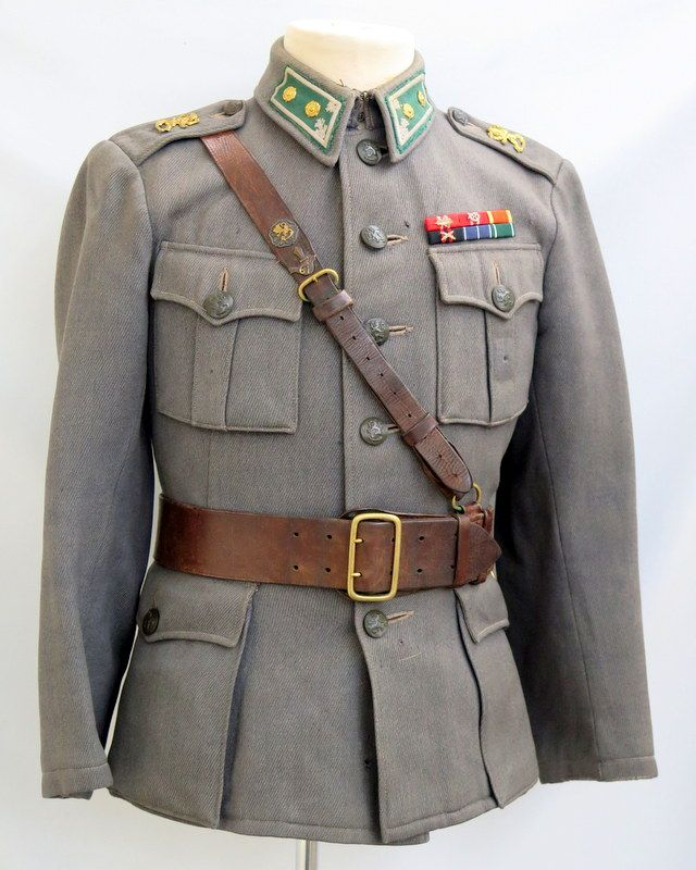 The jacket is fitted with infantry lieutenant collartabs. The jacket has been modified heavily by a officer. It has been narrowed and shortened to small size, that size stamp is not correct anymore.  Jacket is stamped, Int42 , maker VPu and M (sold)-stamp. Shoulderboards with lion emblems.  The officers belt is fitted with original JR61 and reserve officers badges.