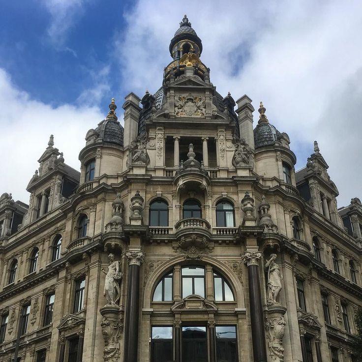 What a nice old town: Antwerp. Wish you a good time here favorit sister @wibkekroll.   _______ #antwerp #antwerpen #belgium #belgien #old #town #building #architecture