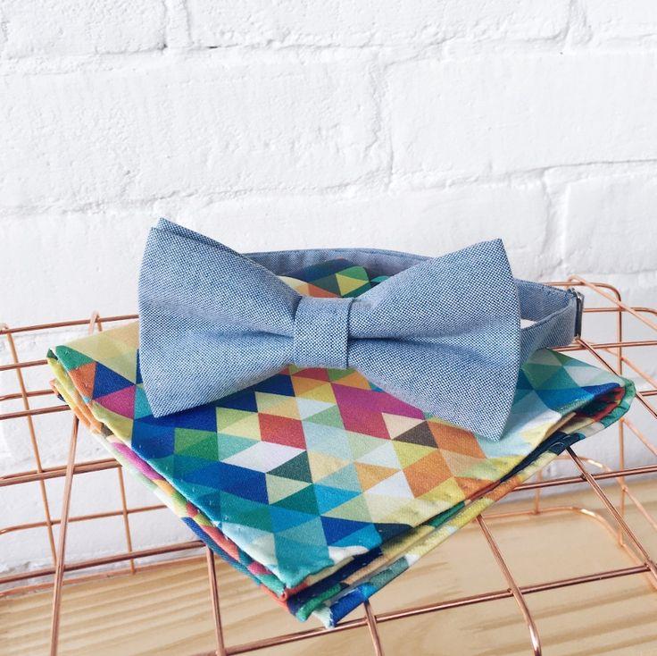 Niebieska muszka i poszetka w kolorowe piksele - zestaw na ślub i wesele, nie tylko dla pana młodego!  Zestaw do kupienia w sklepie internetowym Madame Allure!