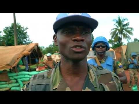 Zentral-Afrika – Alle sind Feinde Unsere Reporter fuhren nach Bangassou, 470 km von Bangui, eine kleine Stadt mitten im Dschungel, von aller Welt abgeschnitten. Seit ein paar Monaten kämpfen dort 2000 Einwohner um ihr nacktes Leben: Sie flohen nach einem Angriff der christlichen... - #Afrika, #Arte, #Doku, #Menschen, #Natur  http://www.dokuhouse.de/zentral-afrika-alle-sind-feinde/
