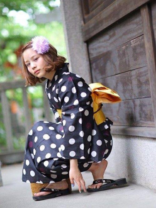 青系 水玉 20代女子 ポップ 画像