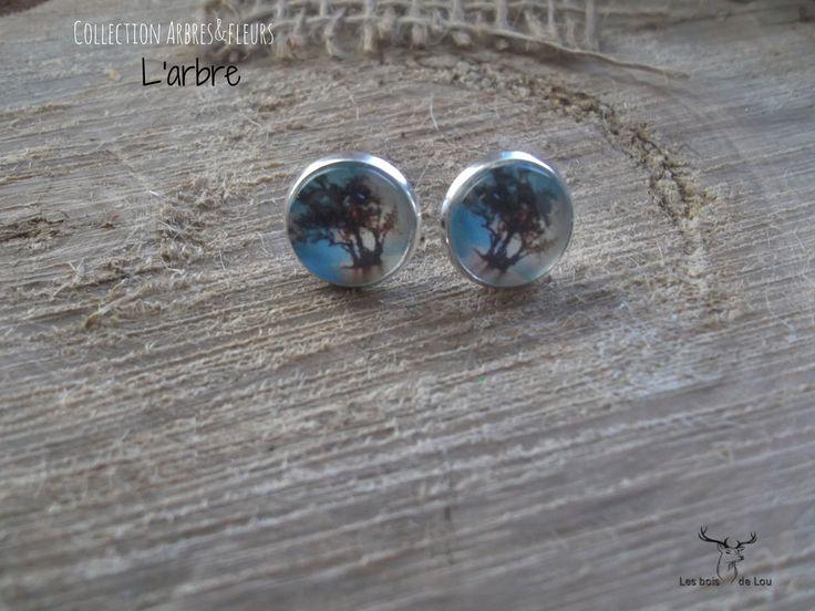 Boucles d'oreilles, boutons d'oreilles-L'arbre - nature - Sur fond de ciel bleu - boutons argentés de la boutique LesboisdeLou sur Etsy