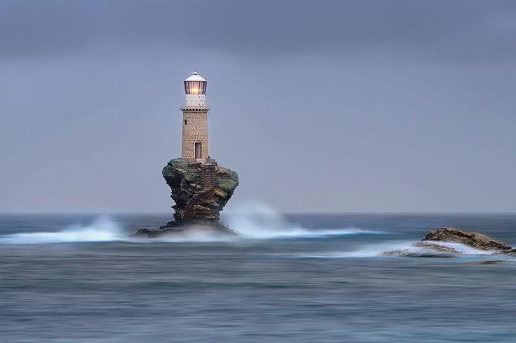 Faro de la Isla Andros, Grecia