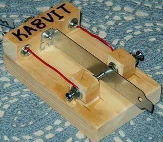 Simple single paddle; Einfaches Paddle; Manipulateur morse simple; Selbstbau/Homebrew/Construction de KA8VIT