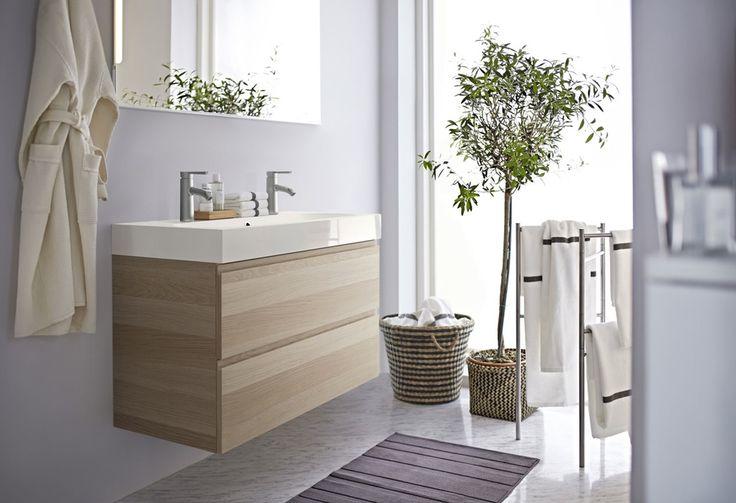 Ikeas servantskap Odensvik i Godmorgon-serien har to skuffer i hvitbeiset eik