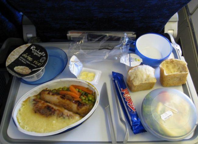 Как выглядит еда наборту самолета в15авиакомпаниях