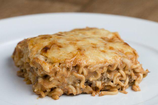 Aprenda a fazer a lasanha bolonhesa de macarrão instantâneo: | A sua larica precisa desta lasanha bolonhesa de macarrão instantâneo