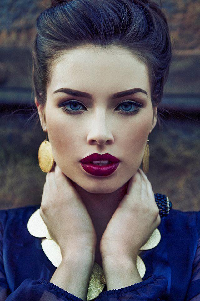 bold lip + smokey eye