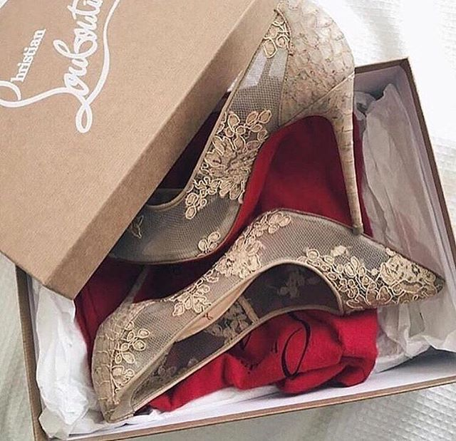 Love at first sight Christian Louboutin RG @weddedwonderland