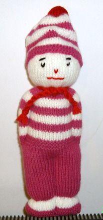 Jolie petit bonhomme style marin en tricot rose et blanc. Environ 26 cm de haut. 100% acrylique. bourrage fibre 100% polyester.Idéal pour un cadeau de naissance ou sur une étagè - 16918844