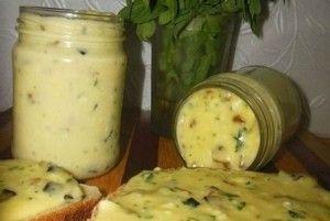 Домашний плавленый сыр с грибами и зеленью