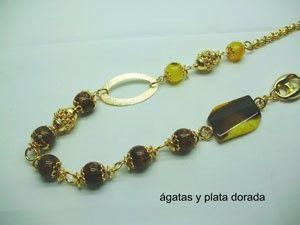 Collar de plata con Ágatas Collar de plata con ágatas doradas y diferentes diseños. Peso: 20 gr Precio: 765.109 MXN