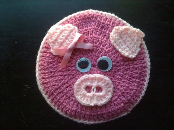 pig potholder by smileyface21 on Etsy, $10.00--iisn't it cute??
