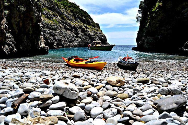 """L'Associazione Culturale Tecla e Sud Side Kayak, sono lieti d'invitarvi al """"WILD PUNTA CAMPANELLA"""" che si terrà il 14 settembre.  La riserva marina protetta Punta della Campanella. Con gli amici di Sud Side Kayak partiremo dalla spiaggia di Recommone alla volta dell'incantevole spiaggia delle Mortelle raggiungibile solo via mare. Costo di 20 EURO  info@iltecla.com  LA PRENOTAZIONE OBBLIGATORIA"""