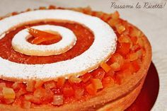 La torta all'arancia di Massari è a una Crostata a base di Pasta Frolla e Crema Frangipane arricchita da Uvetta, Mandorle e Arancio candito.