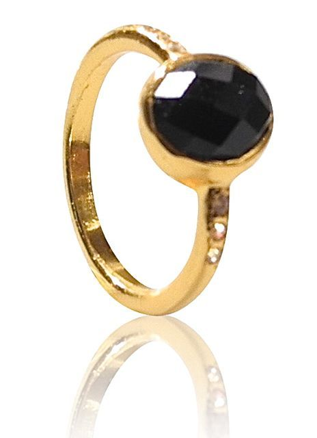 Gold plated silver ring with an onyx with 3 cz on each side. DKK 499.