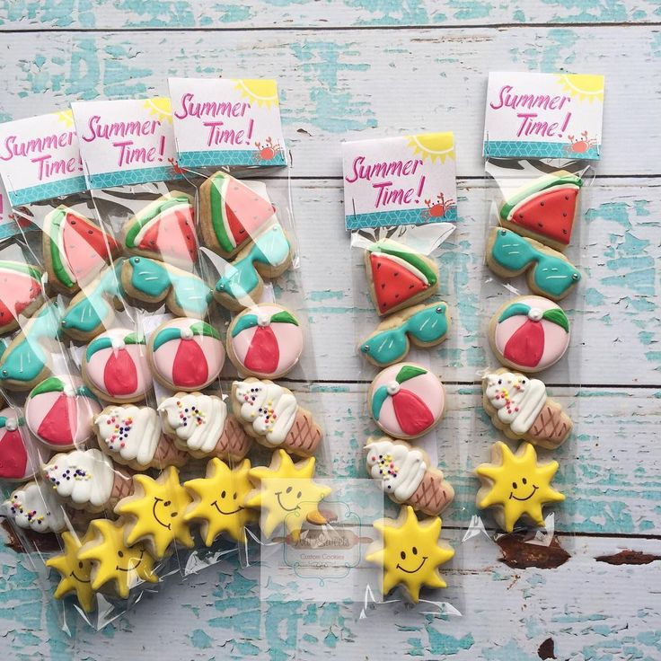 Summer Themed mini 5 packs! ☀️ This little girls class will defiantly start there summer off right! #summertime #summercookies #summer #sandiego #natsweets. Adorable custom bag toppers by the one and only @bethkrusecustomcreations