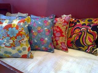 Sisustustyynyt kierrätetyistä vaatteista ja liinavaatteista.   -----  Cushions made out of vintage clothes and linen.