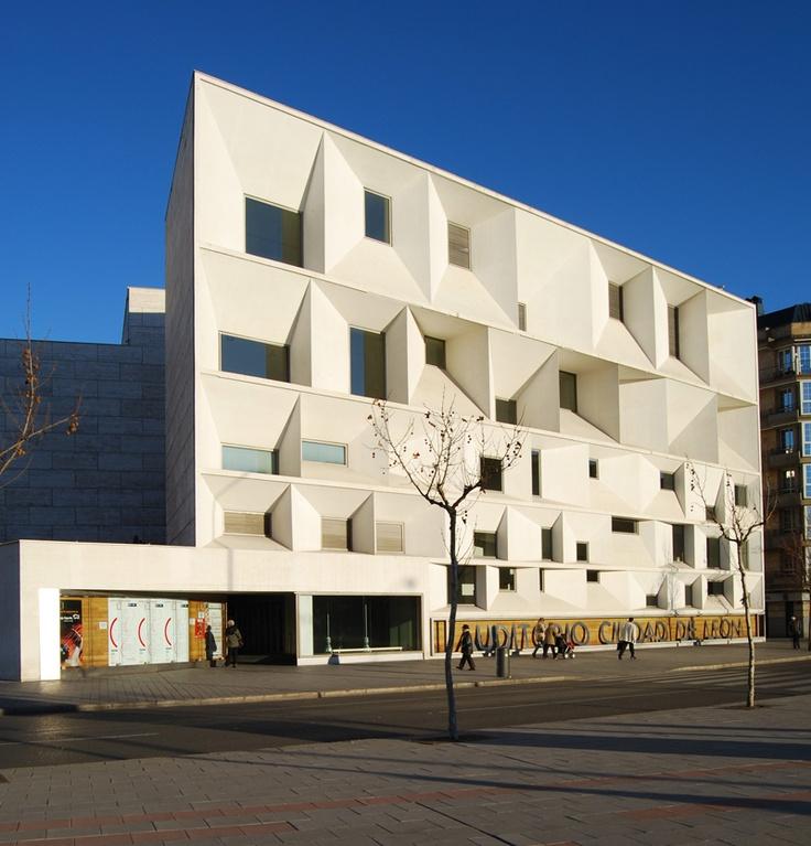 Beautiful facade. MANSILLA + TUÑÓN ARCHITECTS Auditorio e Musac a Léon 2002
