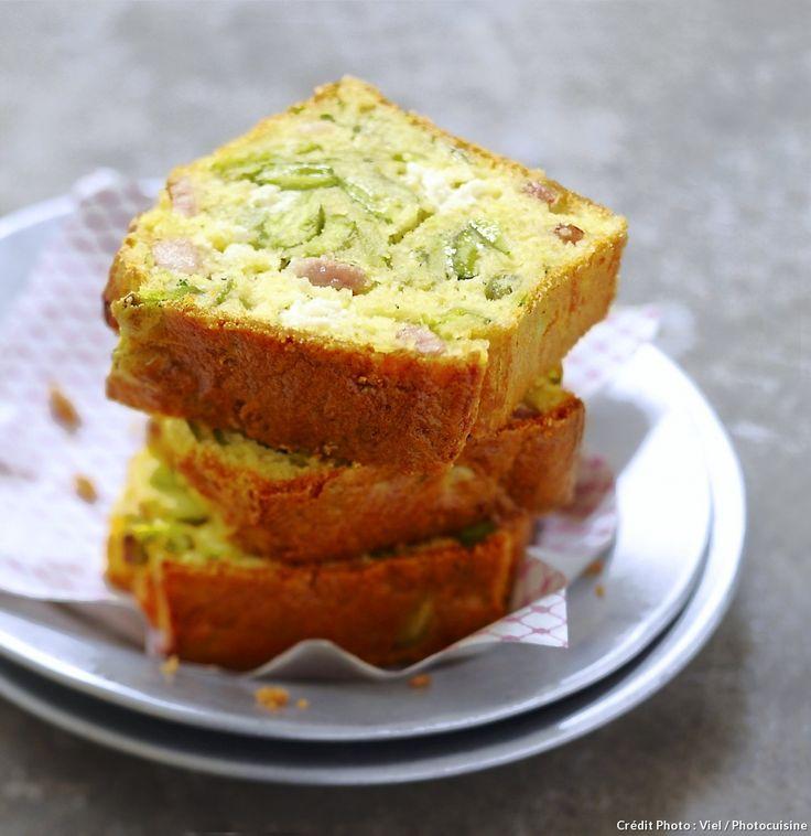 Cake au fromage frais, courgettes et lardons - Un cake tout simple et très gourmand, à préparer pour l'apéro !