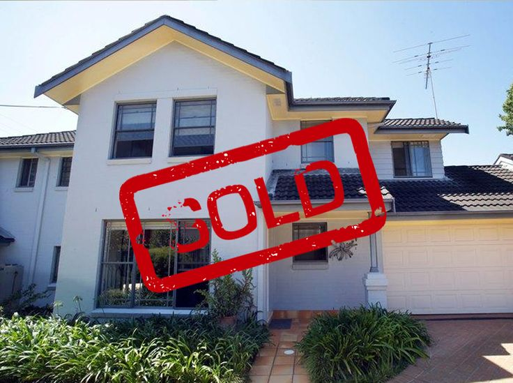 I am very happy with the service provided, you were very helpful whenever I needed  information.  Also the sign was delivered in record time  & looked absolutely amazing - lots of comments from my  neighbours as to how impressive it was.  Many thanks for your excellent service which no  doubt helped me to sell my property within 2 weeks at a very  good price.  Katerina.