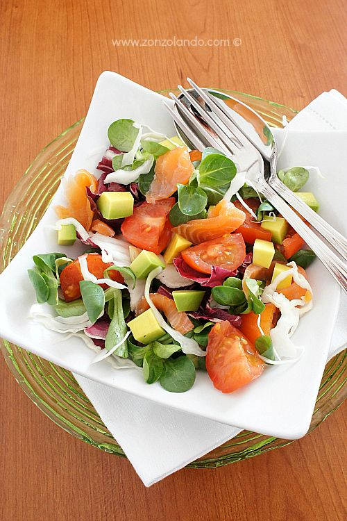 Misticanza con avocado e salmone - Smoked salmon and tomato salad | From Zonzolando.com