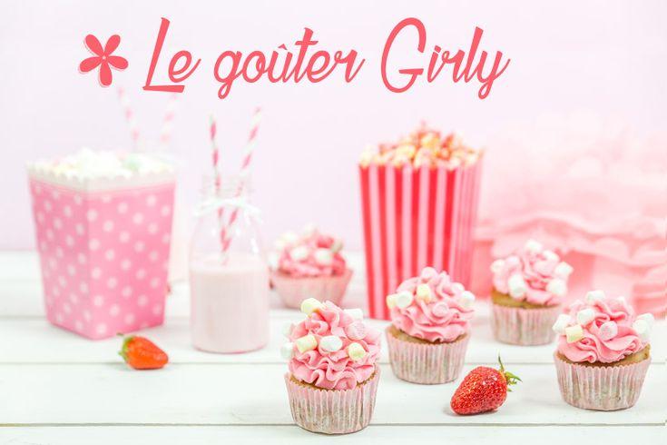 Découvrez notre recette des cupcakes rose fraise et barbe à papa, parfaits pour un goûter girly ! À accompagner d'un lait fraise et de pop-corns !