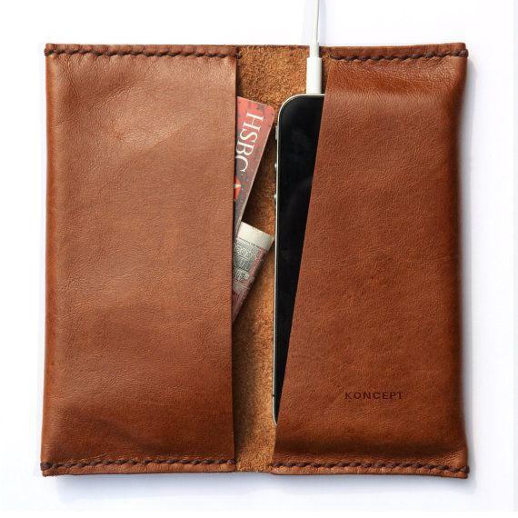 Bestellen Sie jetzt und erhalten Sie kostenloses Kabel-Veranstalter.  DESIGNER NOTES / /  Konzept iPhone Brieftasche ist ein Ärmel und Brieftasche in einem. Es ist aus italienischen Gemüse gebräunte Vollnarbenleder gefertigt und von hand genäht. Mit der legendären Piste Schnitt es verfügt über eine einfache Funktion, die Kopfhörer beherbergt. Das linke Fach ist geräumig genug für Kreditkarten und Notizen oder Kopfhörer.  Informationen & Betreuung / /  ・Chocolate braun italienische Gemüse…