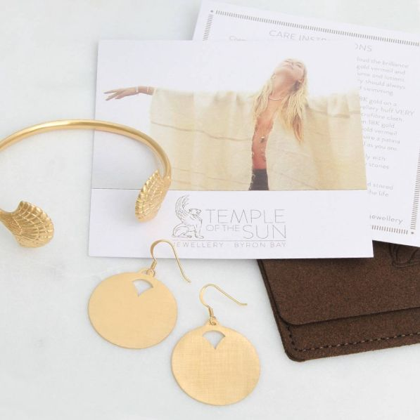 ♢Eleni Gold Shell Cuff & Disc Earrings♢ Our 18K gold Vermeil is tested to 2.5 micron thick over a base of 925 Sterling Silver ensuring a durable and long lasting lustre...