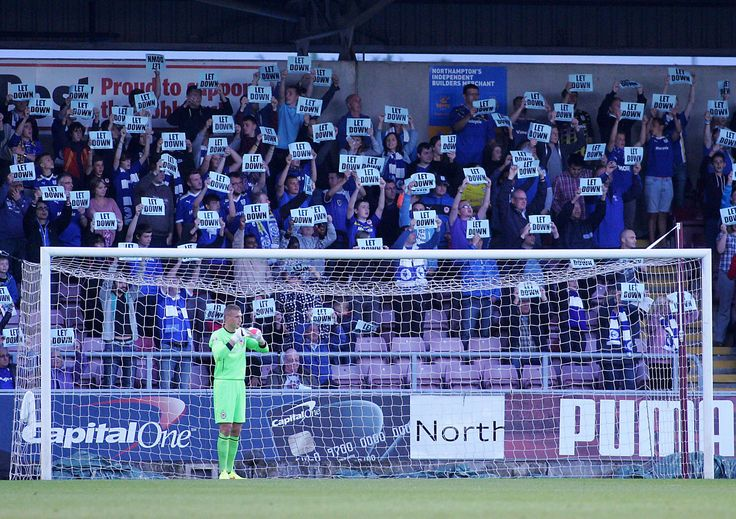 Cardiff City joins forces with Coventry to protest behind Simon Moore's goal