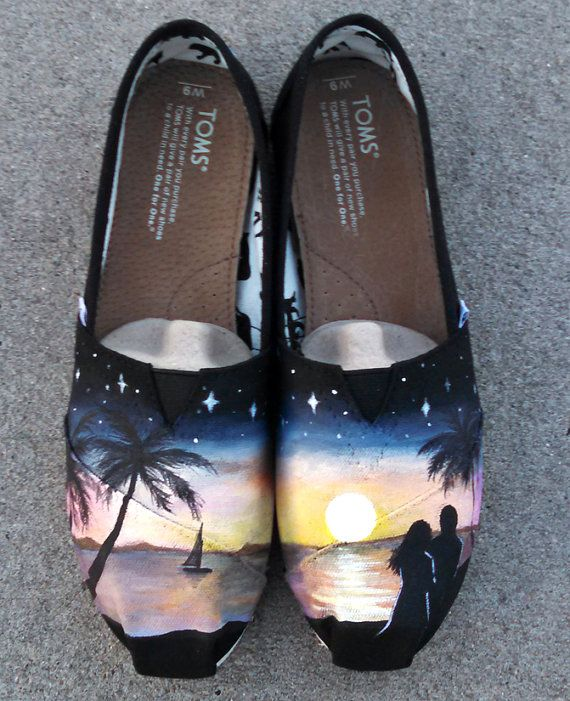Hand Painted Shoes Custom TOMS Romantic Sunset Beach por WaffleInk