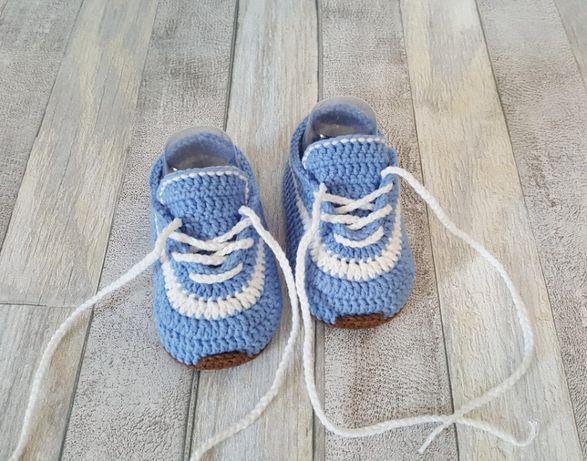 Szydelkowe W Calosci Recznie Wykonane Buciki Dla Niemowlat Doskonale Na Prezent Jak I Na Co Dzien Wykonane Z Mie Adidas Sneakers Adidas Yeezy Boost Fashion