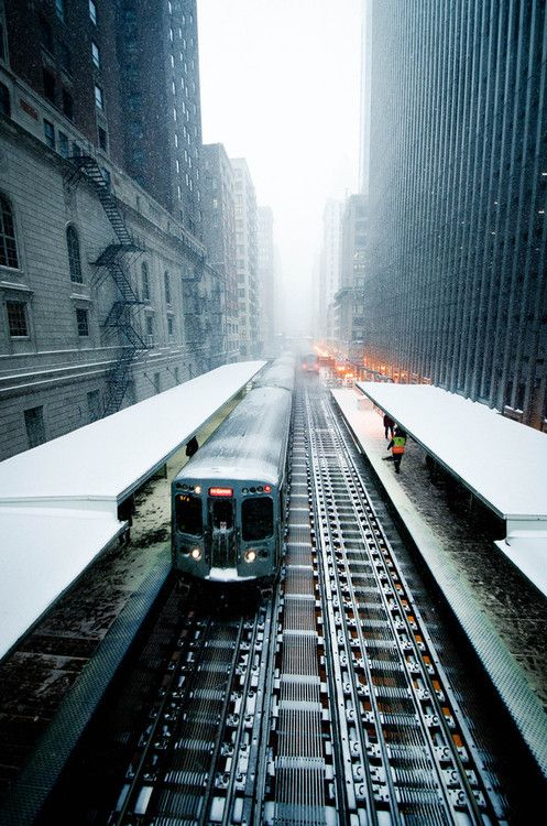 """""""On ne perd rien à être poli sauf sa place dans le métro."""" Tristan Bernard, romancier"""