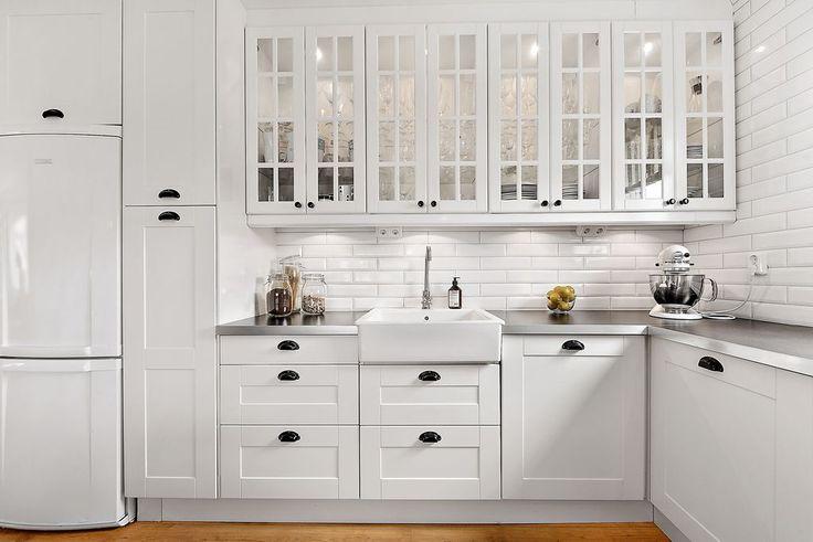 Kök med skåp och luckor installerat 2011