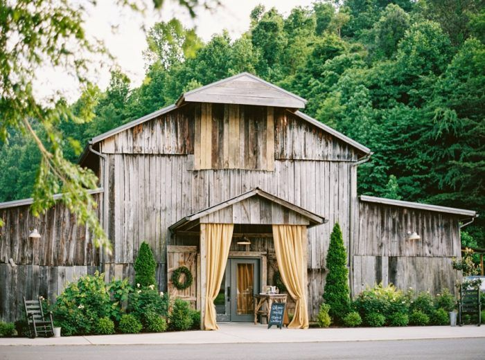 The Barn At Chestnut Springs Tennessee Wedding Jophoto Via Mountainsidebride Com
