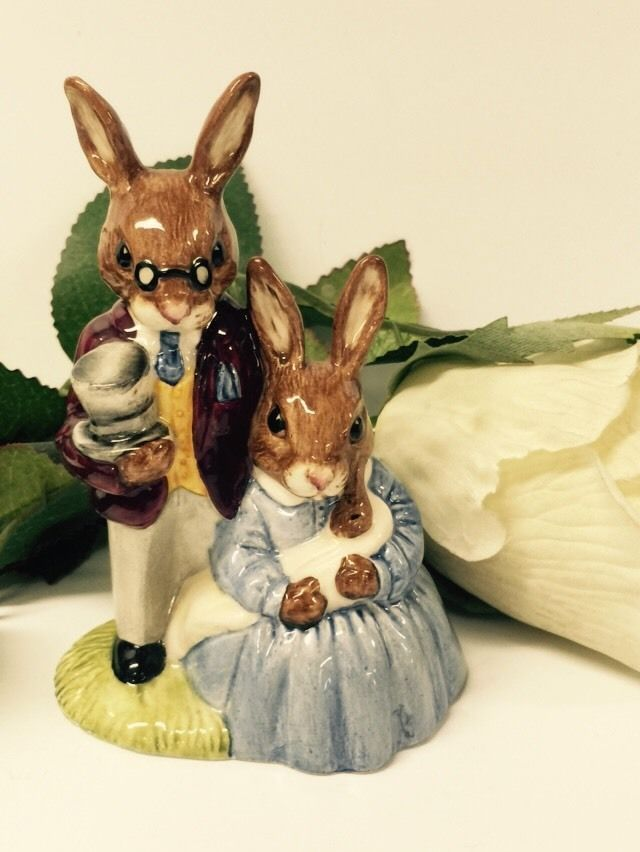 BEAUTIFUL 1988  FATHER, MOTHER AND VICTORIA  BUNNYKINS BY ROYAL DOULTON DB68