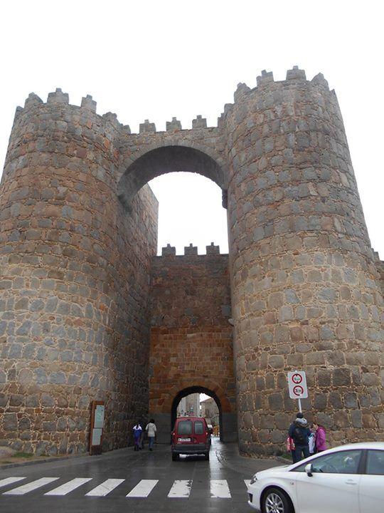 Tráfico rodado en la Puerta de San Vicente