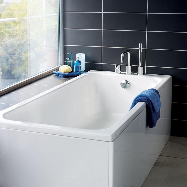 Deep, soft internal curves create maximum comfort & freedom of movement in this @SottiniUK Cosia bath.