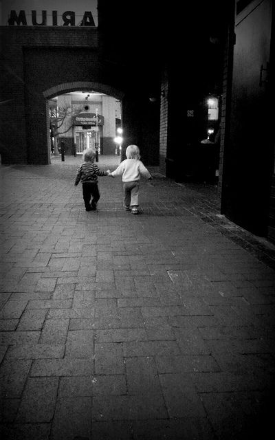 hand in hand | Flickr - Photo Sharing!