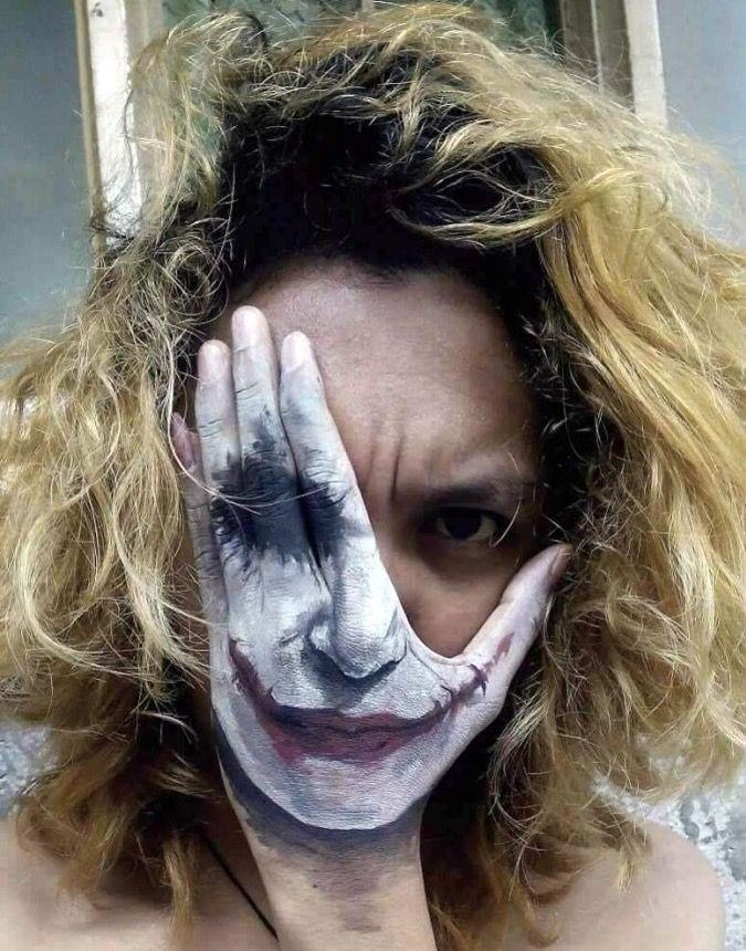 Joker hand paint