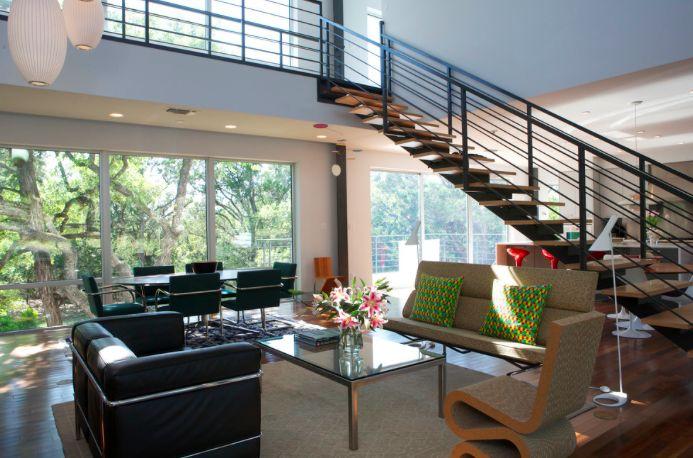 Hello ! Les escaliers sont une pièce importante dans une maison, il faut le choisir avec soin car c'est également un élément majeur de décoration. Vous allez fondre pour les escaliers flottants. En voici 8 qu'on adore …