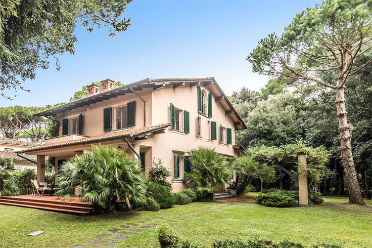 Exquisite property on the beachfront of Forte dei Marmi, Lucca, Italy – Luxury Home For Sale