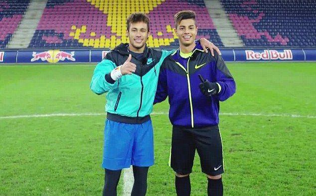 Red Bull • Pojedynek Neymar vs Hachim Mastour • Sztuczki piłkarskie • Talent Milanu Hachim Mastour • Gwiazda Barcelony Neymar • Zobacz >>