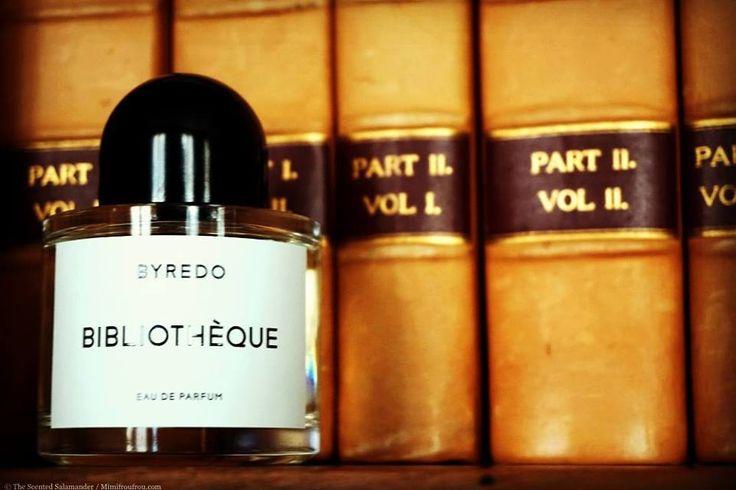 Il mondo dei vecchi libri, il profumo delle loro pagine, l'odore delle copertine e quello degli scaffali in legno dove sono riposti. Tutto questo è #bibliotheque, la meravigliosa fragranza firmata dalla maison #byredoparfums  #topquality #luxurybrand #nichefragrance