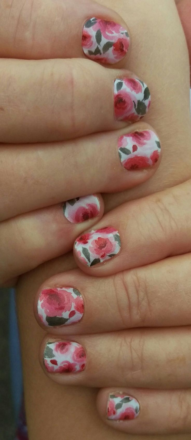 VIP wearing 'Floral punch' Jamberry wrap