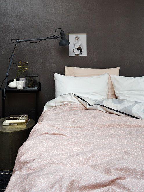 pink grey bedroom, pink bed blanket, grey wall bedroom, grey headboard, cozy bedroom design, bedroom inspirations, cozy bed, italianbark interior design blog