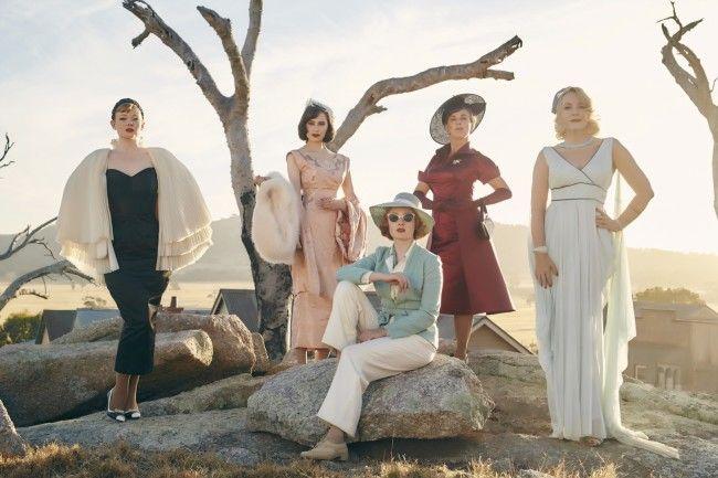 The Dressmaker i favolosi abiti nella featurette italiana, Kate Winslet fantastica negli abiti disegnati per lei da Margot Wilson e Marion Boyce
