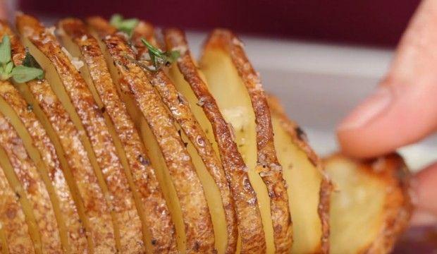 Pečená brambora s bylinkami a mořskou solí