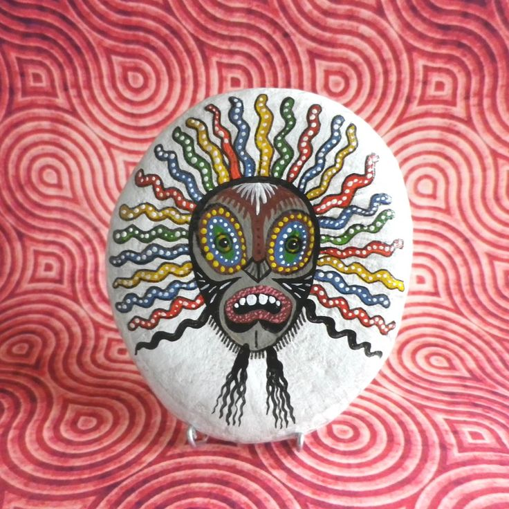243 best images about pebbles and stones mask on pinterest el salvador acrylics and hand - Masque a peinture ...